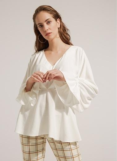 Monamoda Yarasa Kol Beli Kesikli Cupra Kumaş Bluz Ekru